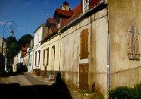 Das Bild zeigt eine Gasse in Montreuil